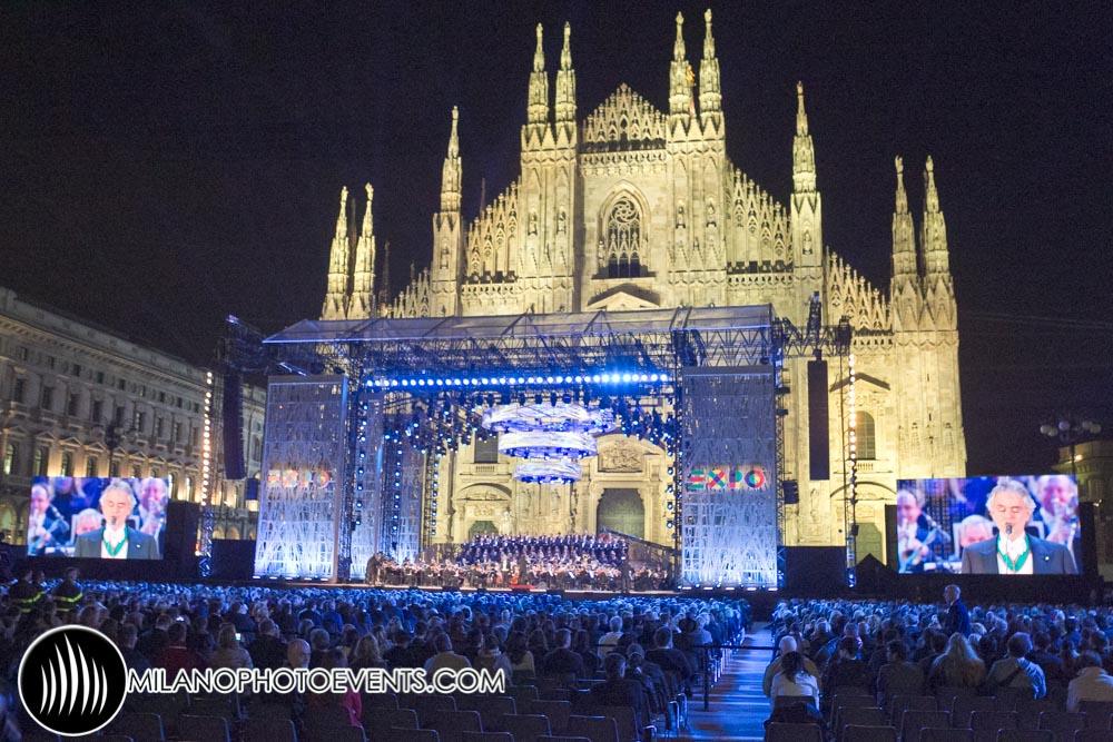 Fotografo eventi Milano Piazza del Duomo di sera durante l'inaugurazione di Expo Milano nel 2015