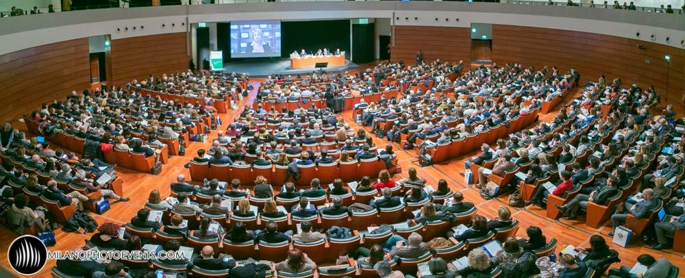 platea sala piena di persone per il Forum Lavoro di Modena