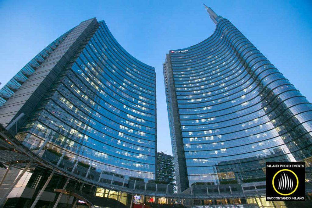 UniCredit tower piazza gae aulenti milano fotografata da sotto
